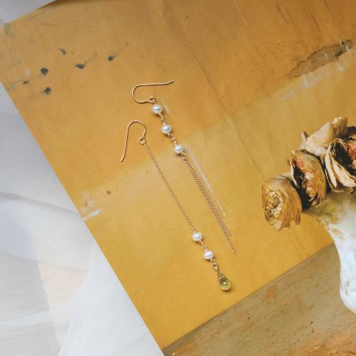 水滴寶石珍珠不對稱耳環 – 橄欖石