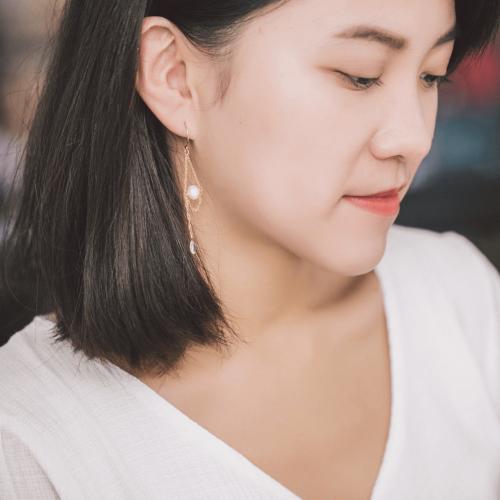 流星軌跡耳環 – 月光石