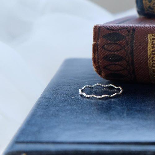克卜勒的日記 – 刻紋波浪戒