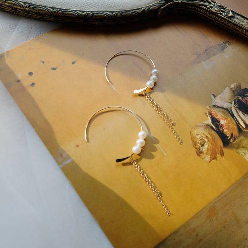 克卜勒的日記 – C 字珍珠耳環