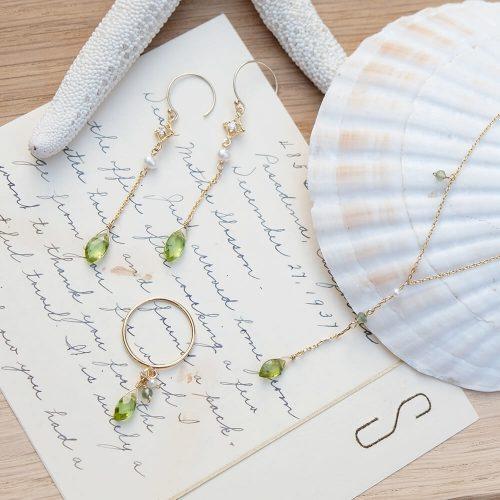 晨露花瓣 – 橄欖石耳環